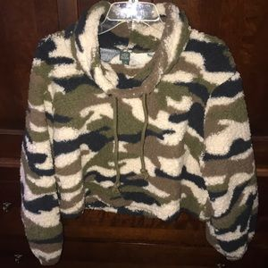Wild Fable NWOT Camo Cropped Sherpa